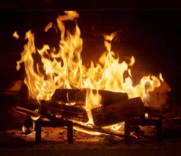 Quelle essence de bois pour un bon feu de cheminée ?