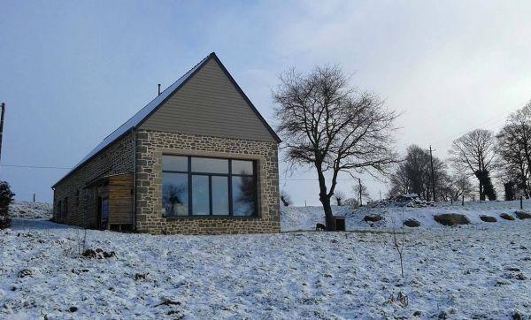 Rénovation d'exception : ils transforment une étable bretonne en maison passive
