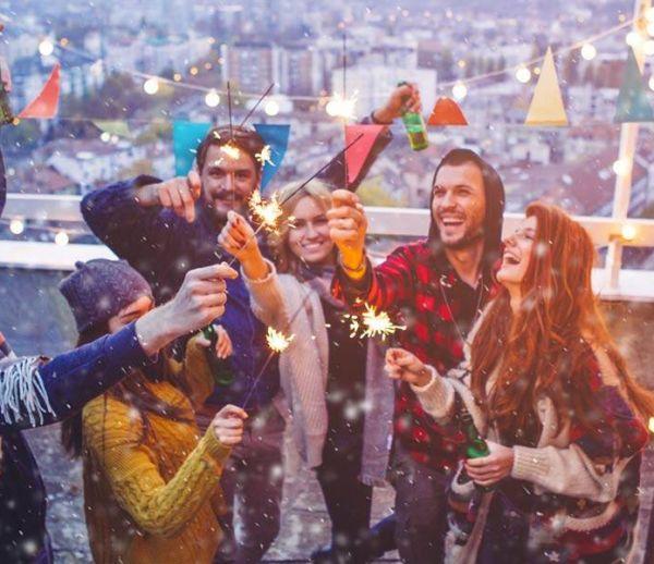 Soirée du nouvel an : 5 ambiances inspirées de 5 séries cultes