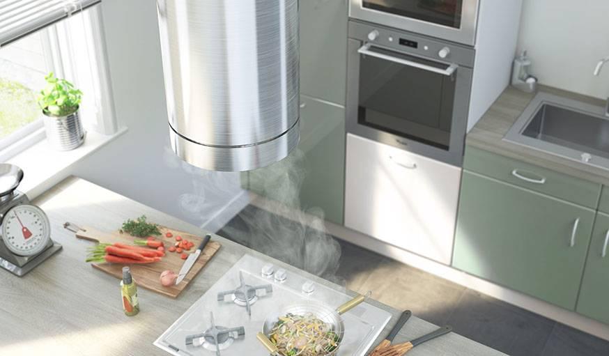 Il existe également des hottes au design étudié pour cette configuration de cuisine.