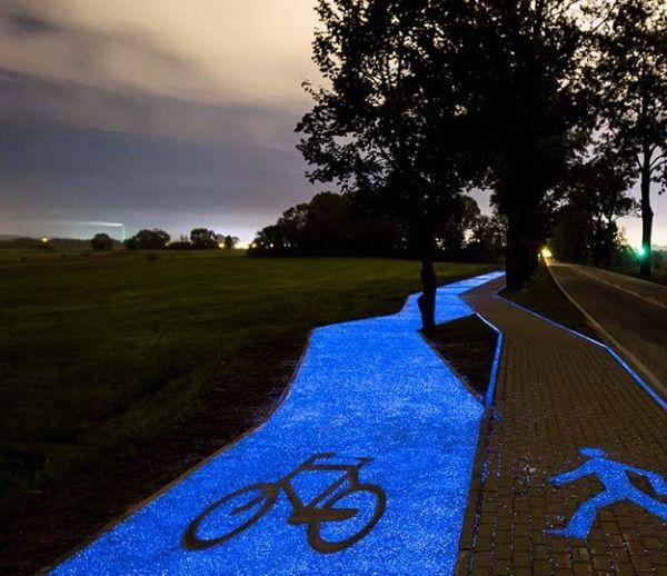 Cette piste cyclable brille la nuit grâce à la lumière du soleil