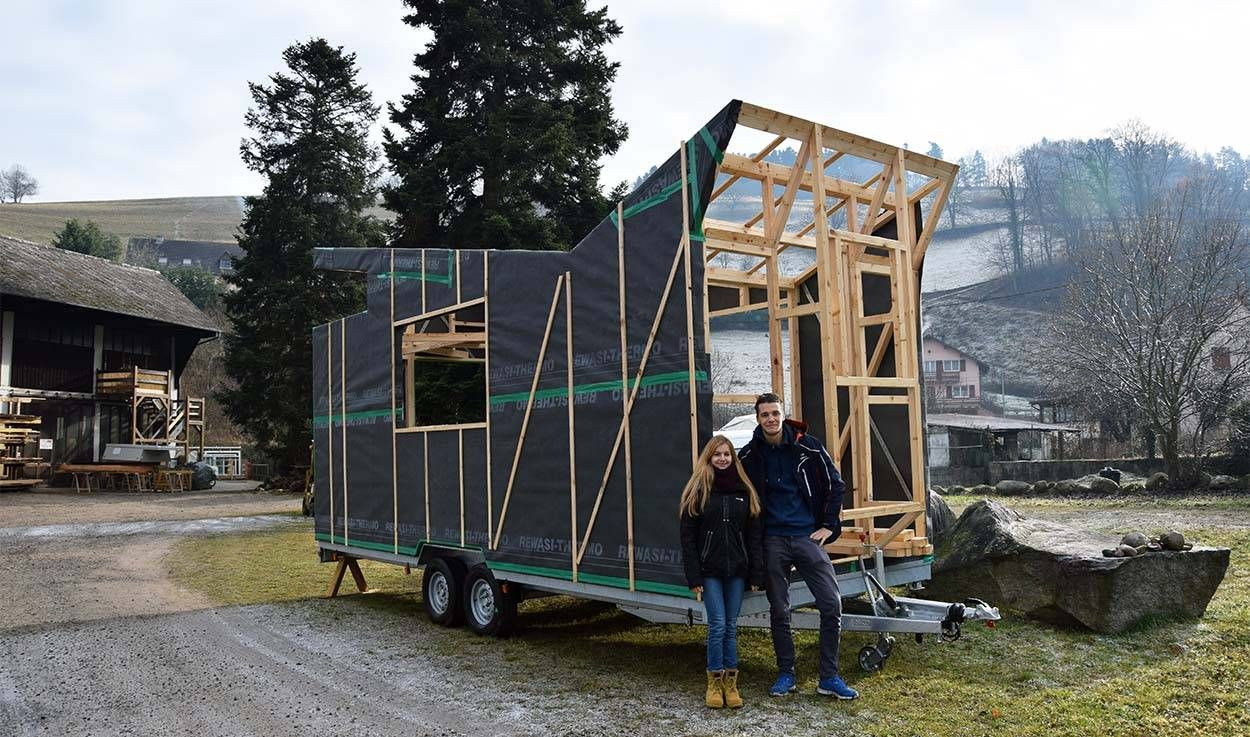 construire sa tiny house autonome il se lance 18 ans. Black Bedroom Furniture Sets. Home Design Ideas