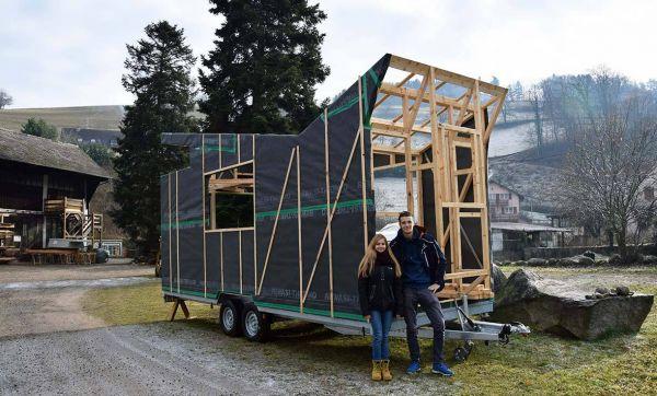 À 18 ans, il construit sa tiny house pour être autonome