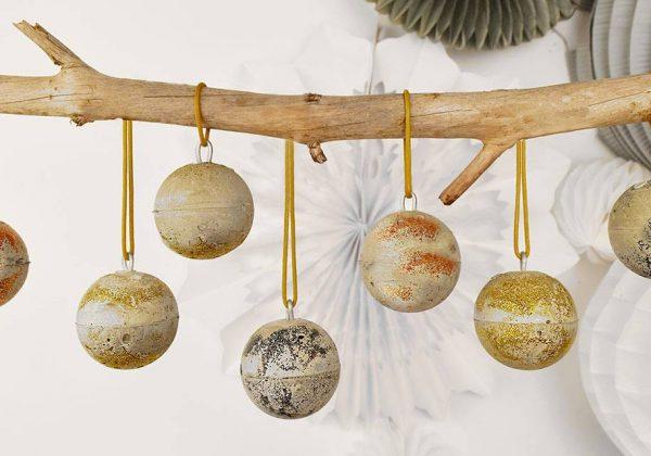 Diy Boule De Noel.Diy Boules De Noël Design En Ciment Et Paillettes Déco