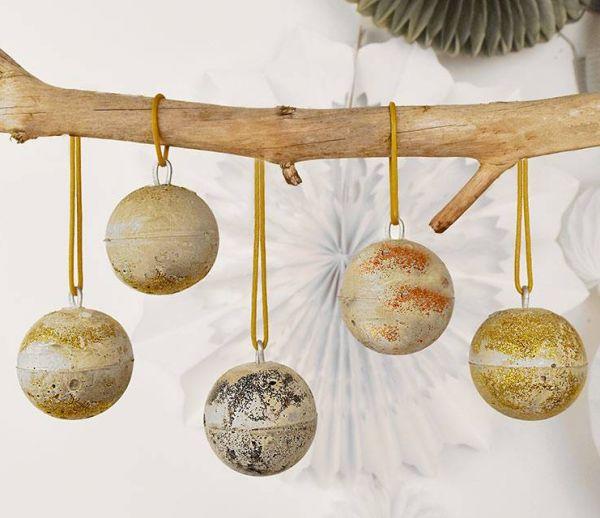 DIY : Fabriquez facilement des boules de Noël design en ciment