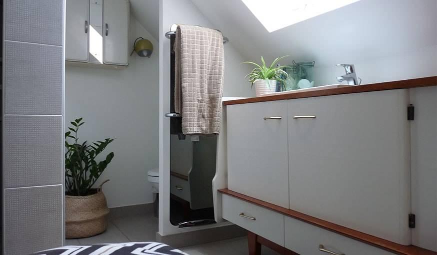 Aménager des combles en salle de bains - Salle de bains sous toit ...