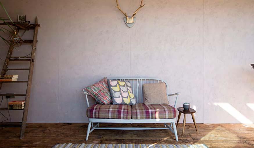 une maison flottante en container et upcycling. Black Bedroom Furniture Sets. Home Design Ideas