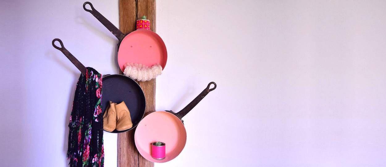 DIY : Fabriquez un portemanteau original et vintage avec des casseroles en cuivre
