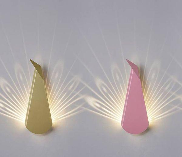 Paon et cerfs, des lampes au design pop et graphique