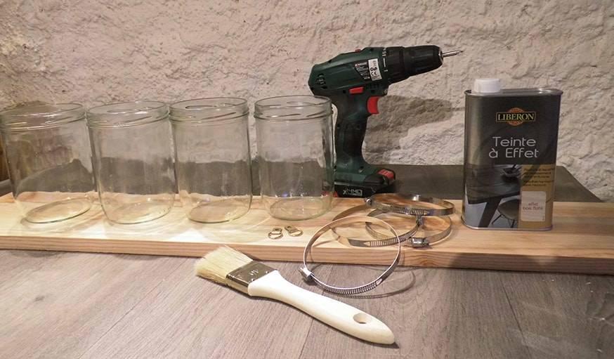 Diy fabriquer un rangement mural avec une planche de for Fabriquer rangement mural