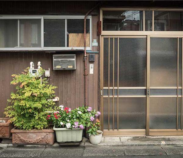 Au Japon, on écrit son métier sur sa porte d'entrée