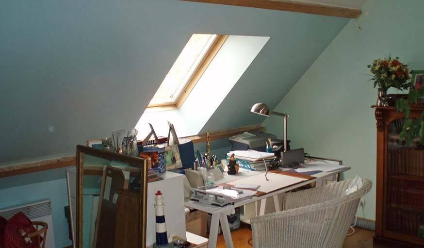 Avant les travaux, une pièce, à la fois chambre d'amis et bureau, qui avait besoin d'être rafraîchie.