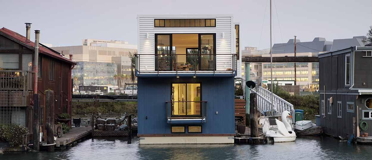 Une maison flottante au design industriel dans la baie de San Francisco