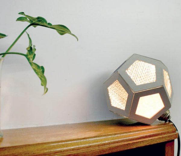 Tuto : Fabriquer une lampe étonnante en carton pour moins de 15 euros