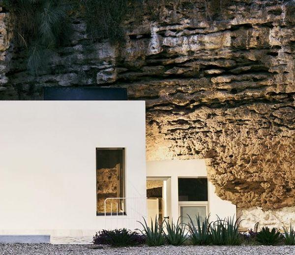 Une maison troglodyte design au coeur des montagnes espagnoles