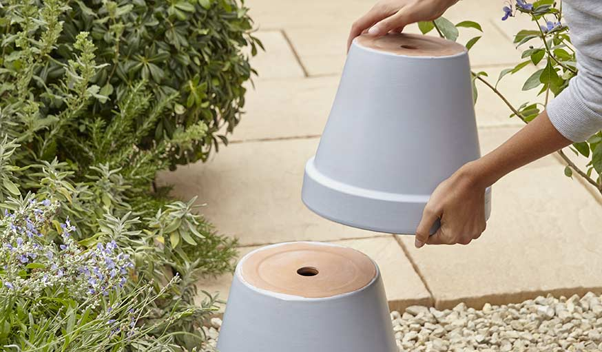diy pour fabriquer un abreuvoir pour les oiseaux tuto r cup 39 pot de fleurs. Black Bedroom Furniture Sets. Home Design Ideas