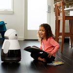 Le robot Buddy (à gauche) et le robot Kuri (à droite).