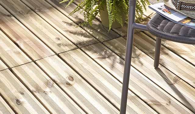 installer une terrasse en bois terrasse facile et rapide poser. Black Bedroom Furniture Sets. Home Design Ideas