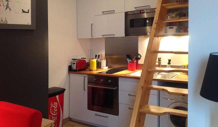 Le plein de placards dans la nouvelle cuisine.