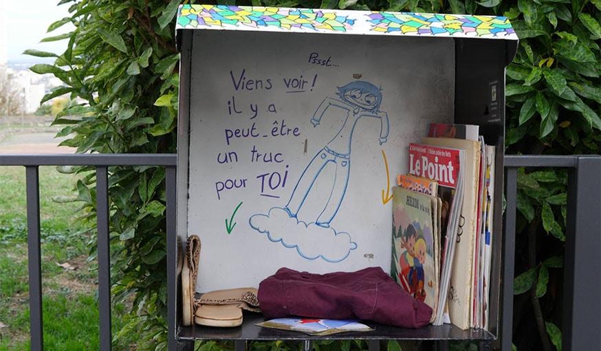 Une boîte d'échange à Lyon.