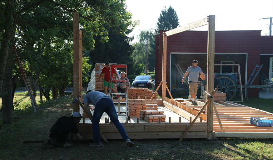 brikawood une maison passive en kit avec des briques de bois. Black Bedroom Furniture Sets. Home Design Ideas