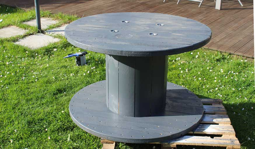 Faites-vous une table de jardin avec un touret - Salon de jardin ...