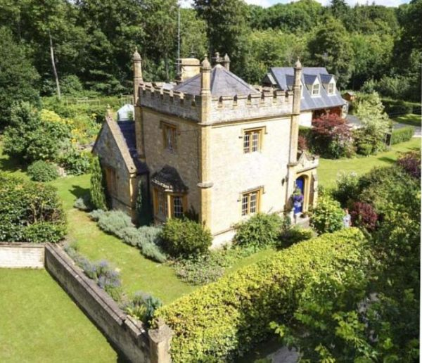 Un adorable mini-château, niché dans la campagne anglaise