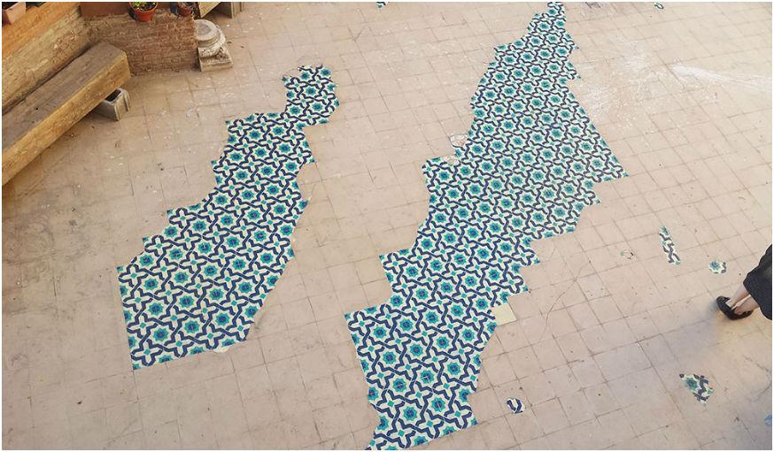 Détail de mosaïque peinte sur le sol