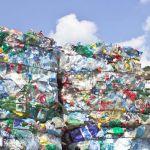 Bouteilles plastiques en attente de recyclage.