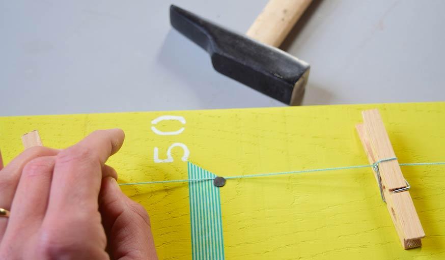 Cadeau de naissance original : fabriquez une toise en bois avec photos