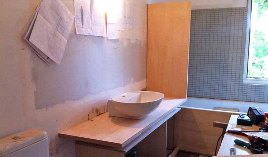 avant apr s cuisine salle de bain oser le vert sur le parquet et les murs. Black Bedroom Furniture Sets. Home Design Ideas