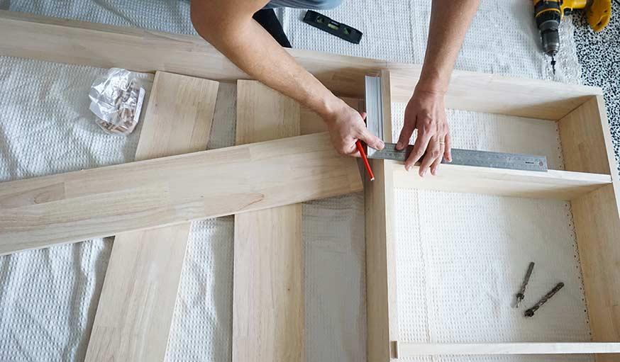 fabriquez une biblioth que sur mesure qui sert aussi de meuble de s paration. Black Bedroom Furniture Sets. Home Design Ideas