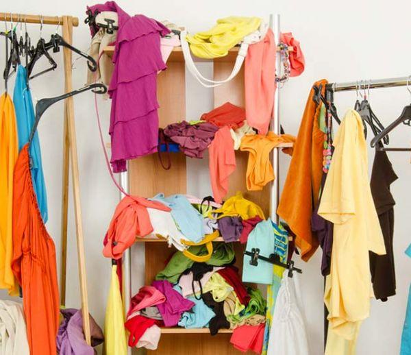 10 astuces pour ranger ses vêtements du jour et les empêcher de traîner partout