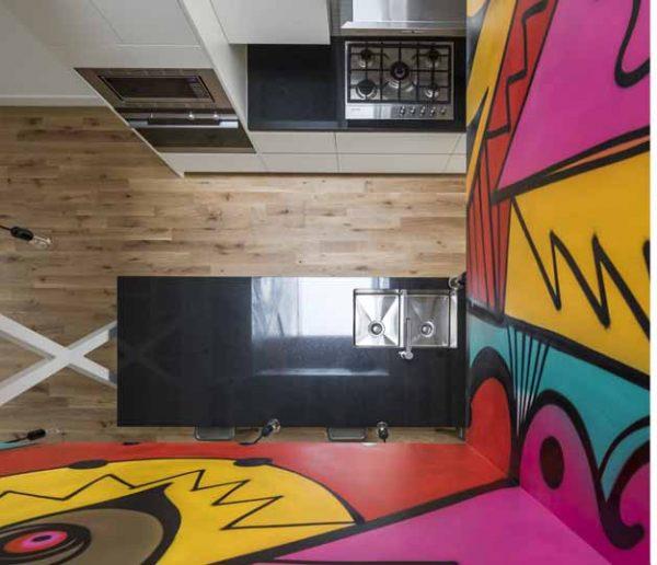 Street-art et travail du bois : cet immeuble étonnant mixe les genres