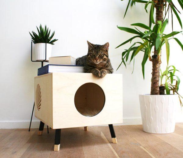 Ce panier pour chat design en bois est à la fois beau et pratique
