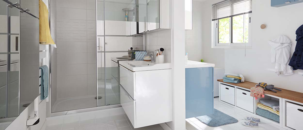 astuces pour am nager une salle de bains familiale gagner du temps dans la salle de bains. Black Bedroom Furniture Sets. Home Design Ideas