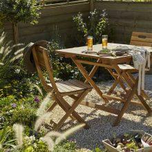 Le salon de jardin en bois Denia est parfaitement adapté à votre mode de vie
