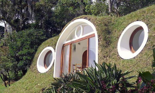 Des maisons de Hobbits en plastique recyclé à moins de 100 euros le mètre carré