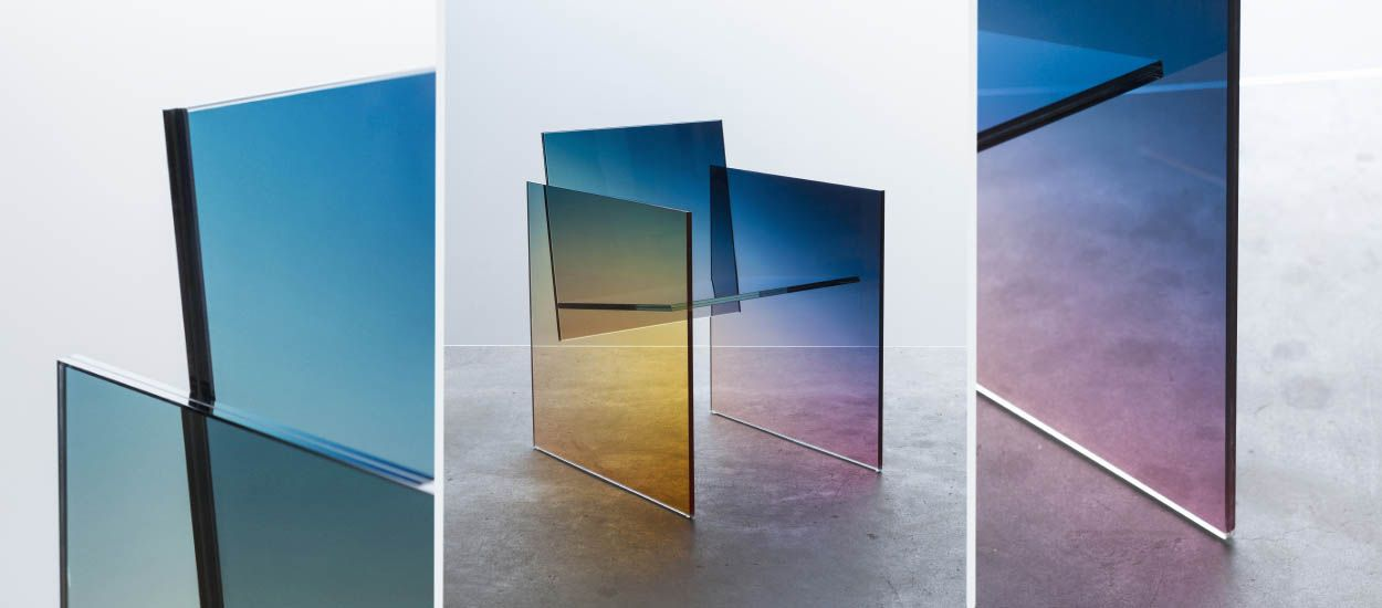 Ce fauteuil en verre, aux couleurs de l'espace, semble flotter dans les airs