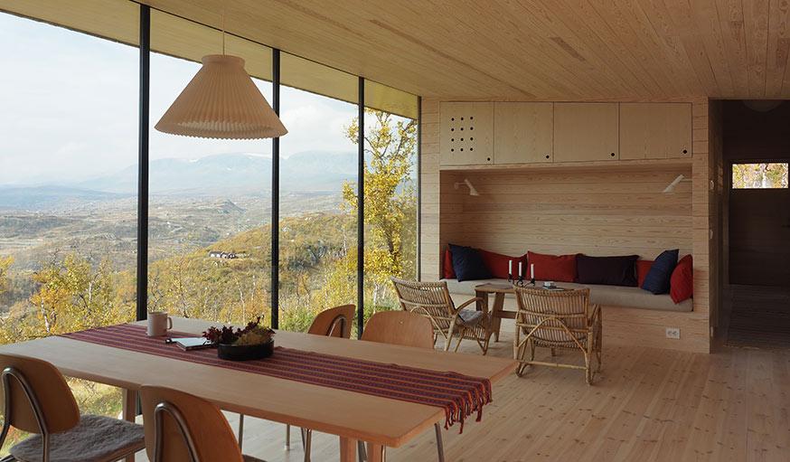 Une maison en bois perch e dans les montagnes de norv ge for Maison cubique minimaliste