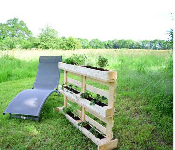 Tuto : Fabriquez un jardin vertical en palette pour terrasse et jardin !