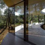 Cette maison circulaire est située dans la forêt en Espagne.