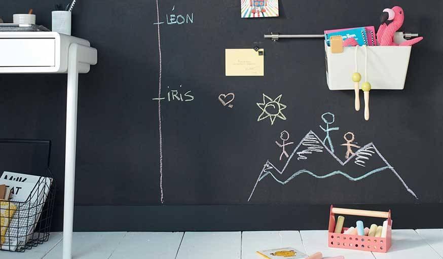 Ce mur ardoise peut aussi servir de pense-bête aux parents.