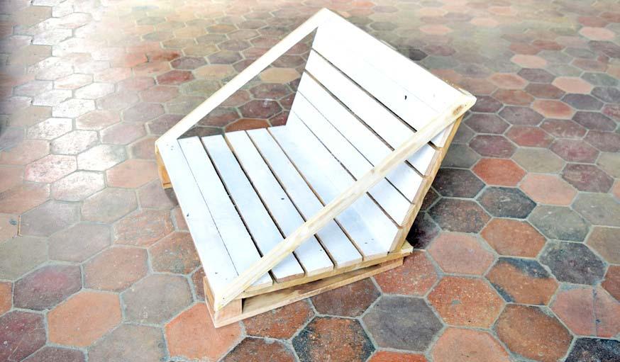 Un fauteuil de jardin beau et pas cher en diy salon de for Banquette palette recup