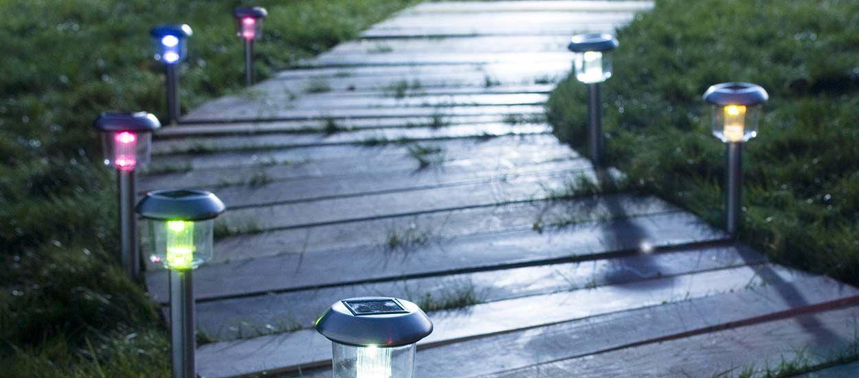 comment clairer son jardin avec des lampes solaires lumi re nergie solaire. Black Bedroom Furniture Sets. Home Design Ideas