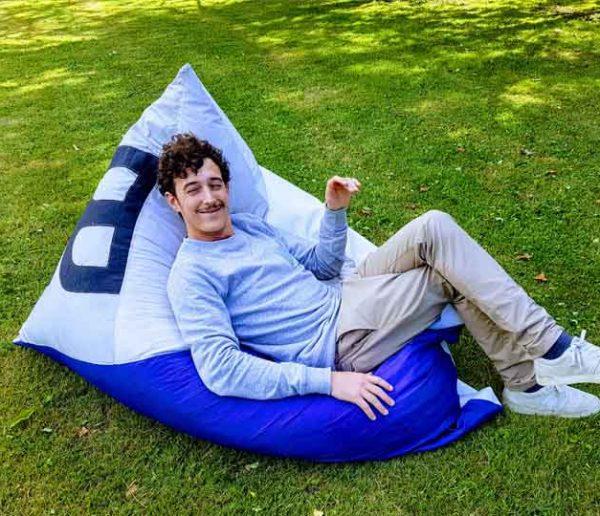 Découvrez ces coussins géants écolos et récup' en toiles de montgolfières