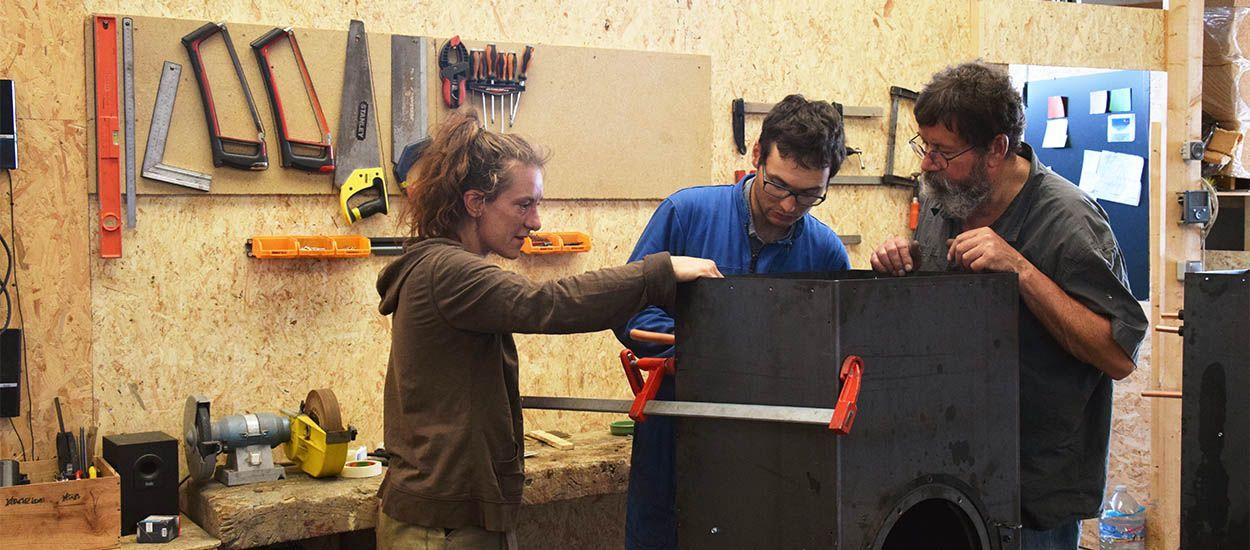 Une semaine pour fabriquer leur poêle à bois : ils relèvent le défi