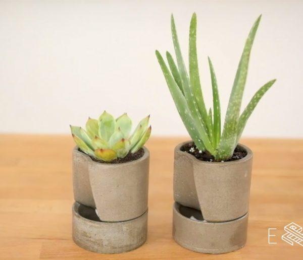 Tuto : Fabriquez un joli pot de fleurs en béton avec une réserve d'eau