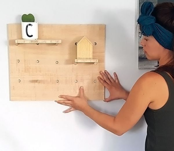 Tuto : Fabriquez un petit pegboard pour le bureau de votre enfant !