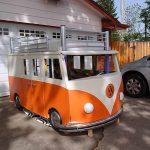 Il fabrique un lit génial en forme de Combi Volkswagen pour les trois ans de sa fille.